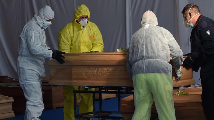 İtalya'da son 24 saatte 140 kişi koronavirüs nedeniyle hayatını kaybetti