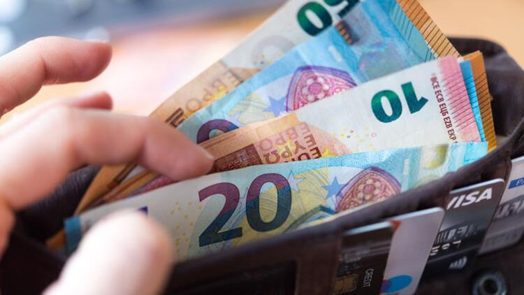 2022'de emekli maaşlarına beklenenden daha fazla zam geliyor