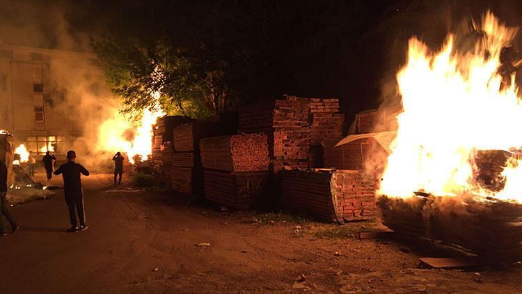 Bursa'da sanayi sitesinde kundakçılık! 3 iş yerinde yangın çıktı