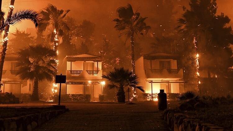 Yunanistanda korkutan yangın