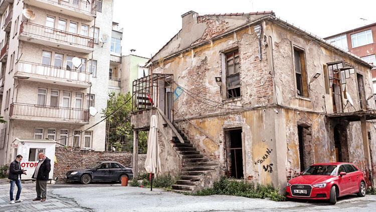 Cenap Şahabettin'in evi otopark oldu