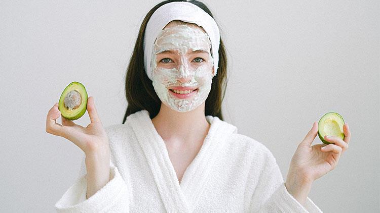 Evdeki Malzemelerle Yüz Maskesi Nasıl Yapılır? İşte, Doğal Yüz Maskesi Tarifleri