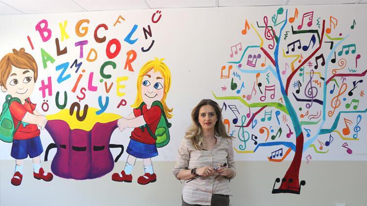 Yeliz öğretmenin fırçasıyla okullar renkleniyor