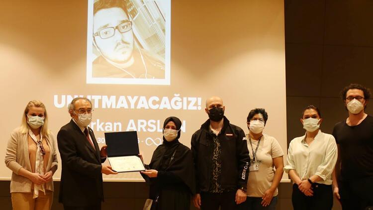 Hayatını kaybeden öğrencinin diploması ailesine verildi