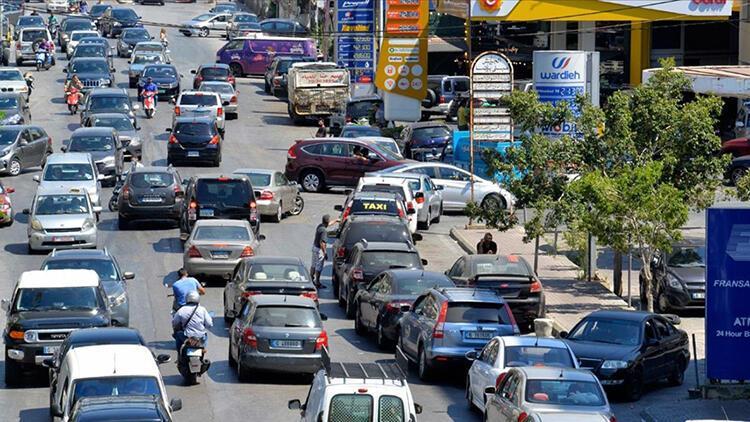 Dünya şokta: Lübnan'da yakıt stoku tükenmek üzere... Araç kuyrukları böyle görüntülendi