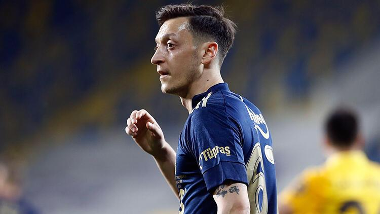 Mesut Özil'den flaş fantezi futbol kadrosu! Galatasaraylı yıldız...