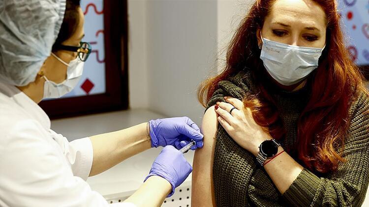 Moskova'da ilginç kampanya: Aşı yaptırana araba hediye!