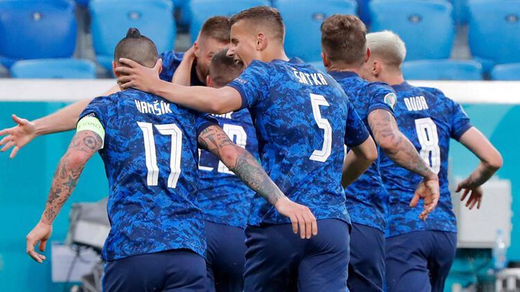 Son Dakika: Polonya 1-2 Slovakya / Maç sonucu