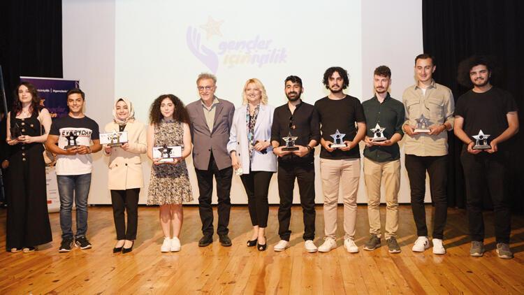 Geleceğimin Sorumluluğu; Yaşama Sanatı'nda ödüller üreten gençlere