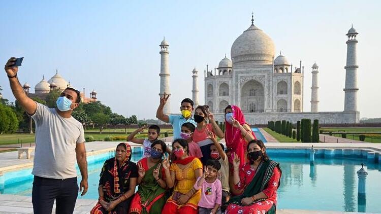 Hindistan'da Kovid-19 salgını nedeniyle kapatılan Tac Mahal 2 ay sonra ziyarete açıldı