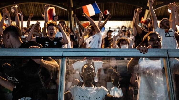 Fransa, maske zorunluluğu ve gece sokağa çıkma yasağını kaldırıyor