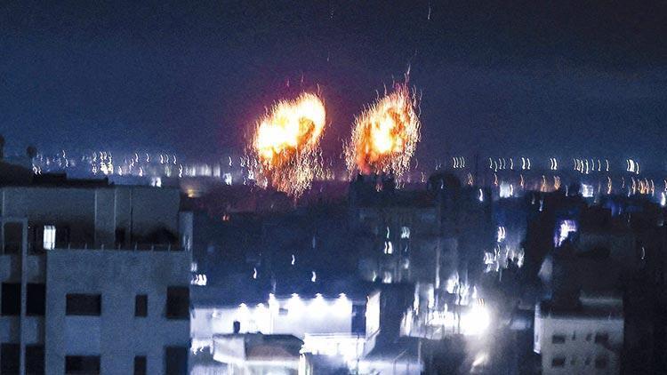 Yeni hükümet de Gazze'yi vurdu