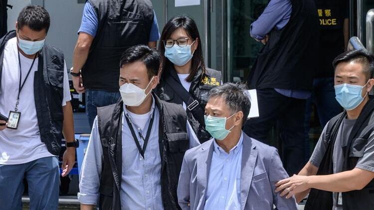 Hong Kong'da Apple Daily gazetesine baskın, çok sayıda gözaltı!