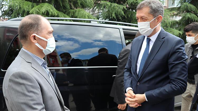 Bakan Selçuk, Şenay Aybüke Yalçın'ın ailesini ziyaret etti