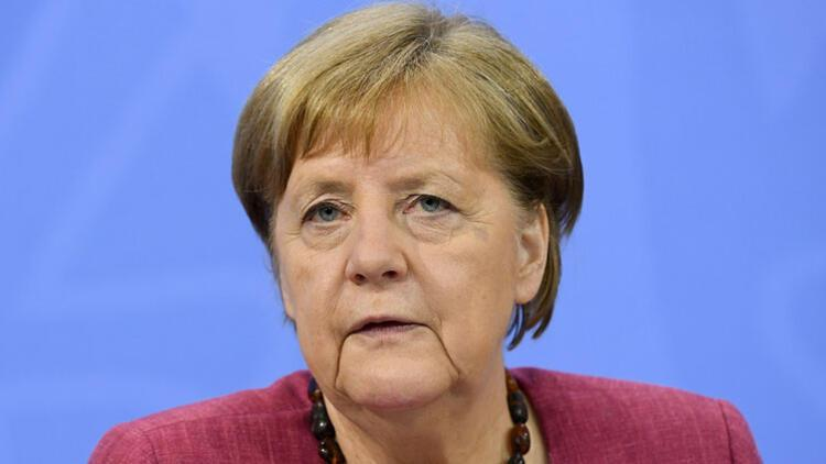 Merkel maçı izleyecek ama...