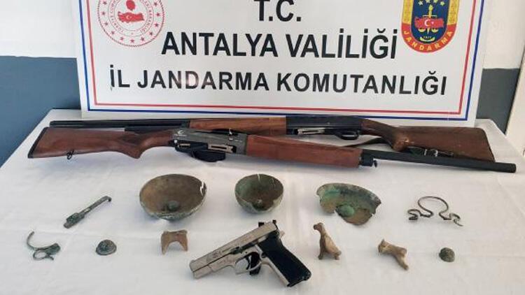Antalya'da Roma döneminden 24 tarihi eser ele geçirildi