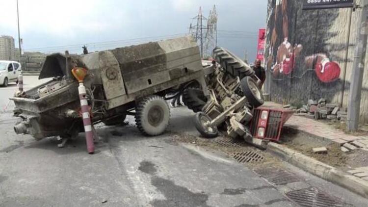 Başakşehir'de beton yüklü traktör devrildi, şoförü yaralandı
