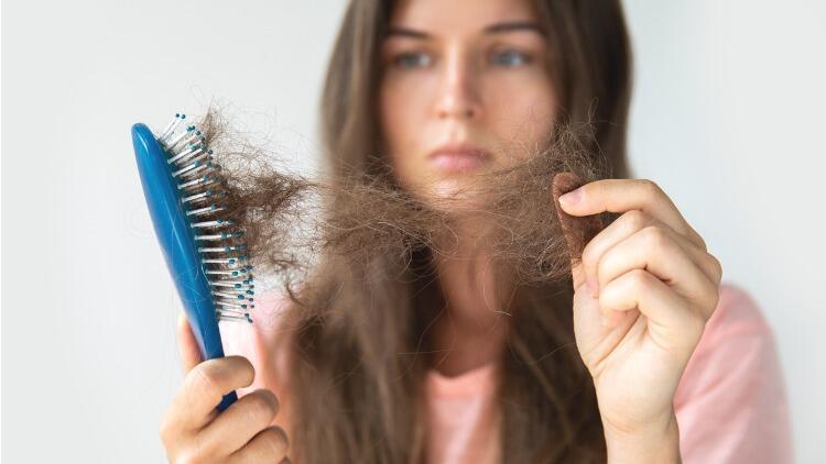 Koronavirüs saç dökülmesine sebep oluyor!