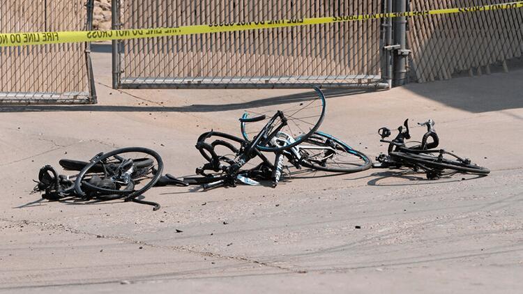 Arabasıyla bisiklet yarışına daldı: 6 yaralı