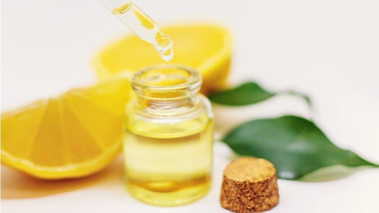 Limon Yağı Ne İşe Yarar, Tüyleri Azaltır Mı, Nasıl Kullanılır? Limon Yağının Cilde, Saça, Vücuda Faydaları