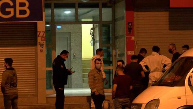 Beylikdüzü'nde anne ve oğlunun cesetlerinin bulunduğu evde bomba alarmı!