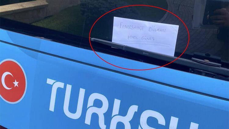 A Milli Takım otobüsü üzerine 'Fenerbahçe düşmanı Şenol Güneş' yazısı asıldı