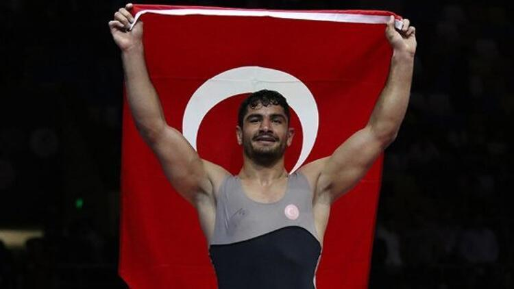 Şampiyon güreşçi Taha Akgül'den 'futbol' sitemi