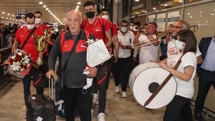 CEV Avrupa Altın Ligi'nde şampiyon olan A Milli Erkek Voleybol Takımı, yurda döndü