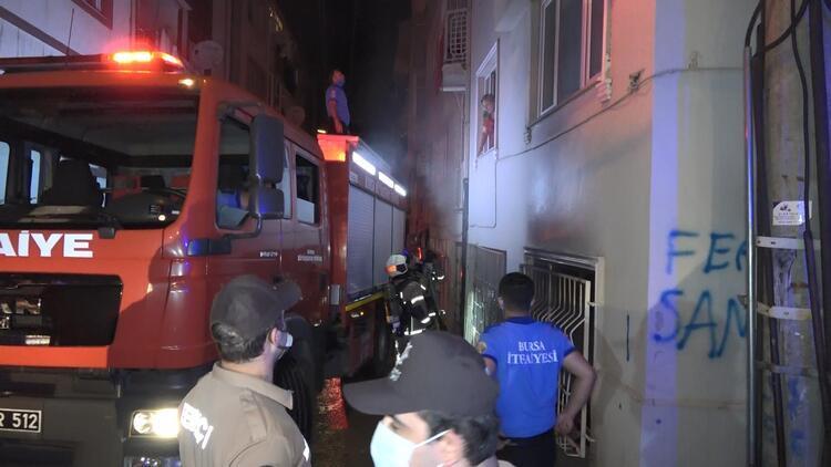 Bursa'da 6 katlı binada yangın paniği: 3 kişi dumandan etkilendi