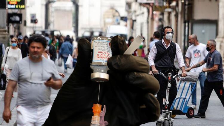 İtalya'da hükümetin 'kokteyl aşı' kararı tartışma yarattı