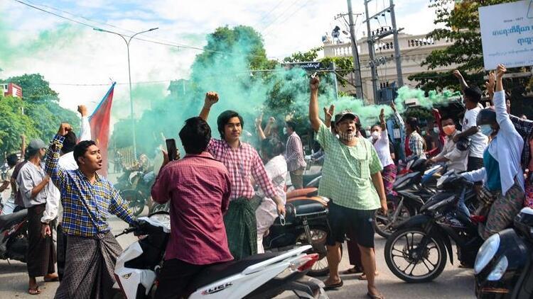 Myanmar'da güvenlik güçleri ile darbe karşıtları çatıştı: 2 ölü