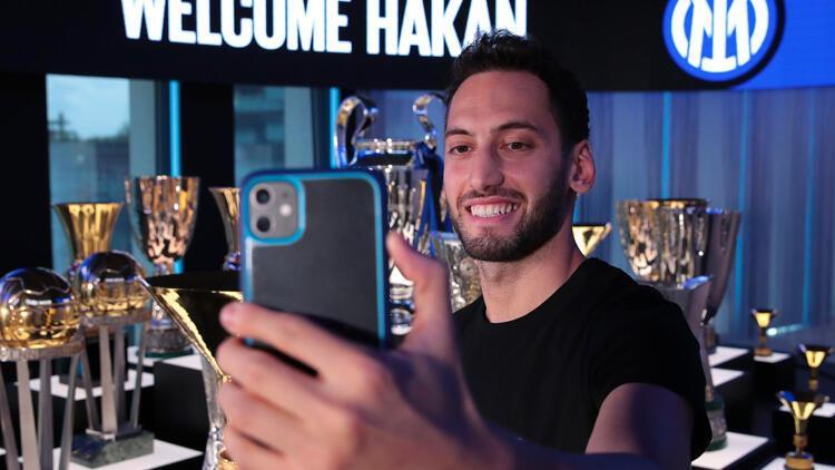 Son Dakika Transfer Haberi: Inter, Hakan Çalhanoğlu'nu kadrosuna kattığını duyurdu