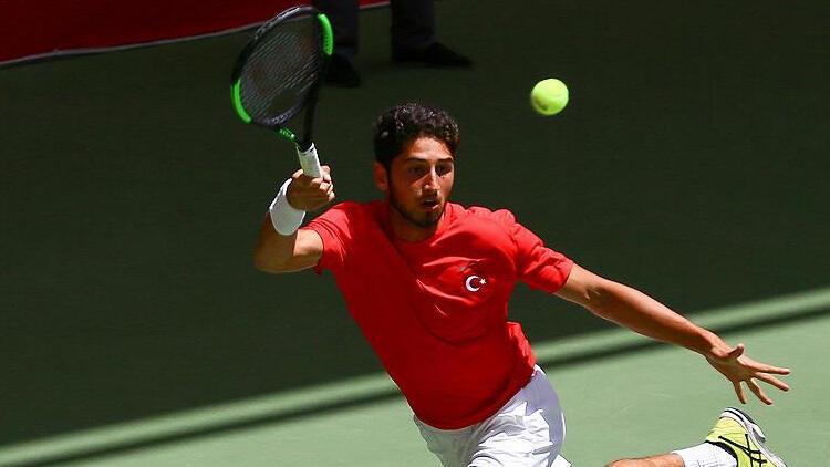 Milli tenisçi Altuğ Çelikbilek, Wimbledon elemelerinde ikinci tura yükseldi