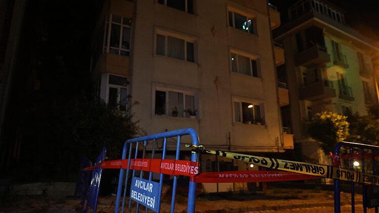 Avcılar'da kolonu çatlayan bina boşatıldı