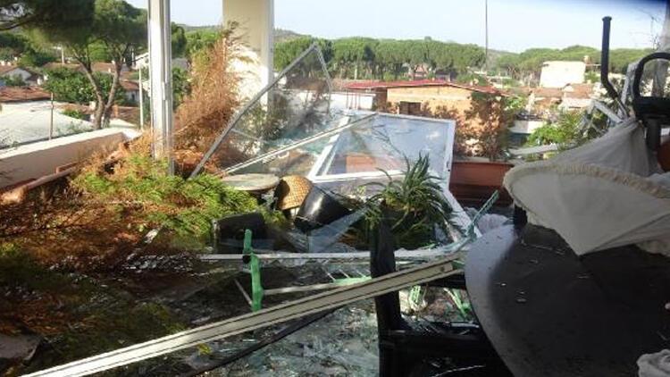 Aydın'da 15 dakika süren fırtına kenti birbirine kattı