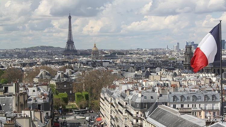 Fransa'da son 24 saatte yeni koronavirüs vaka sayısı 1578 oldu