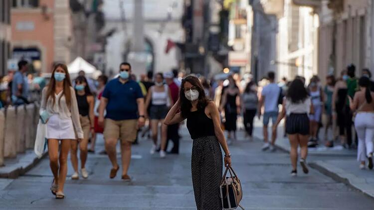 Son dakika: İtalya'da açık alanda maske kullanma zorunluluğu kaldırıldı