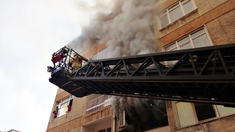 Kadıköy'de yangın! 1 genç hayatını kaybetti