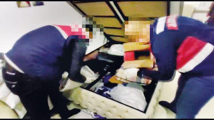 Kargocu değil zehir tüccarı: Uyuşturucular bazadan çıktı