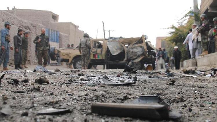 Afganistanda bomba yüklü araçla saldırı: 1 ölü
