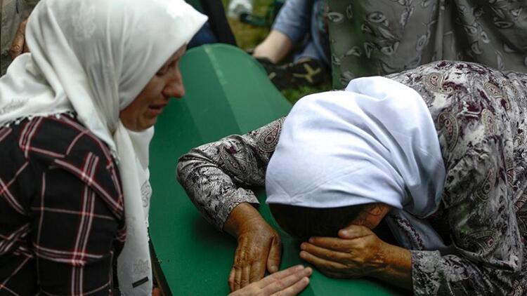 Srebrenitsa Soykırımı'nın 19 kurbanı daha toprağa verildi