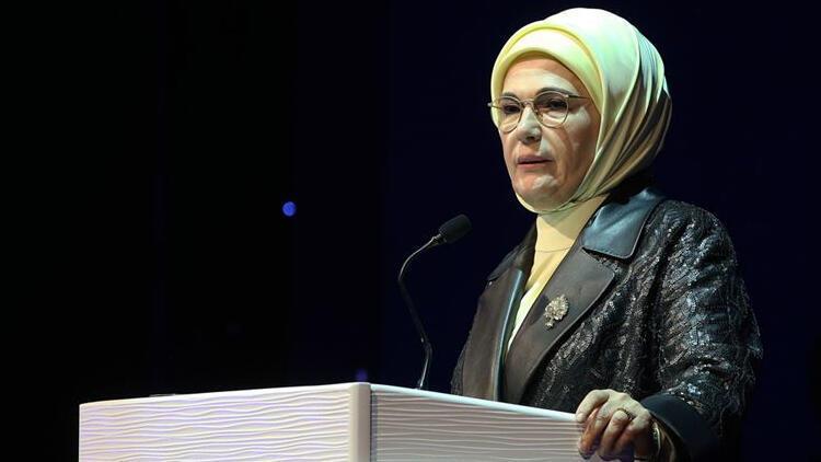 Emine Erdoğan Srebrenitsa Soykırımı kurbanlarını andı