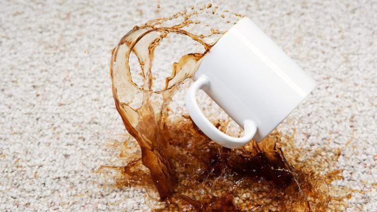 Kahve lekesi nasıl çıkar? Kahve lekesini halıdan, kıyafetten, koltuktan çıkarmanın yolları