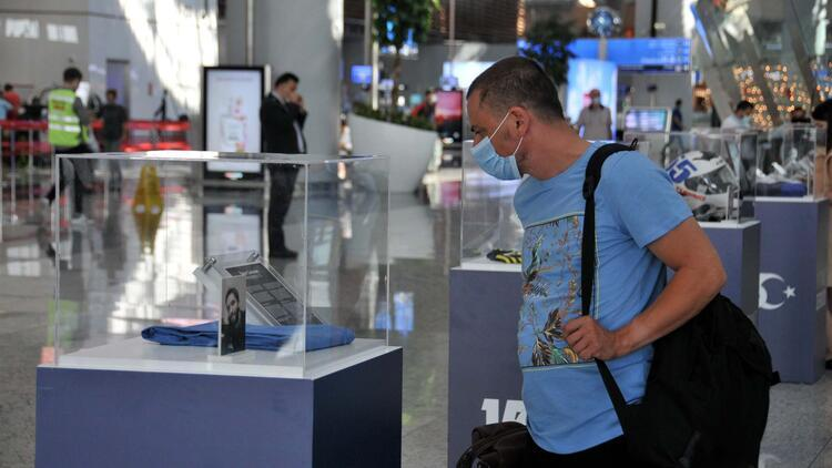 15 Temmuz şehitlerinin o gün giydikleri kıyafetler İstanbul Havalimanı'nda sergilendi