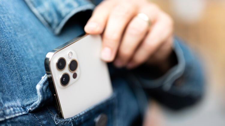 Telefonumuzun kamerasından izlendiğimizi nasıl anlayabiliriz İki ipucuna dikkat...