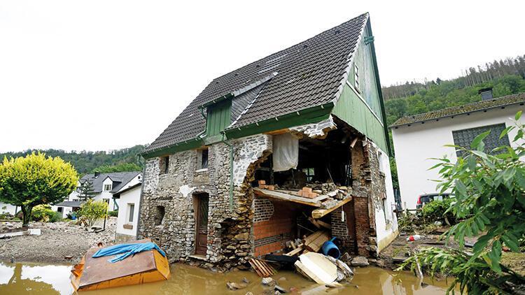 Batı Avrupa'da sel felaketi: 67 kişi öldü, onlarca kişi kayıp