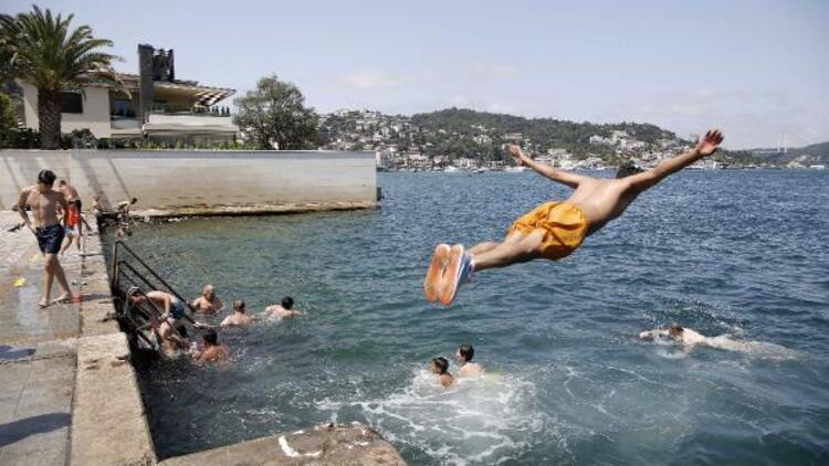 Kavurucu sıcaklardan bunalan İstanbullular, Boğaz'a akın etti