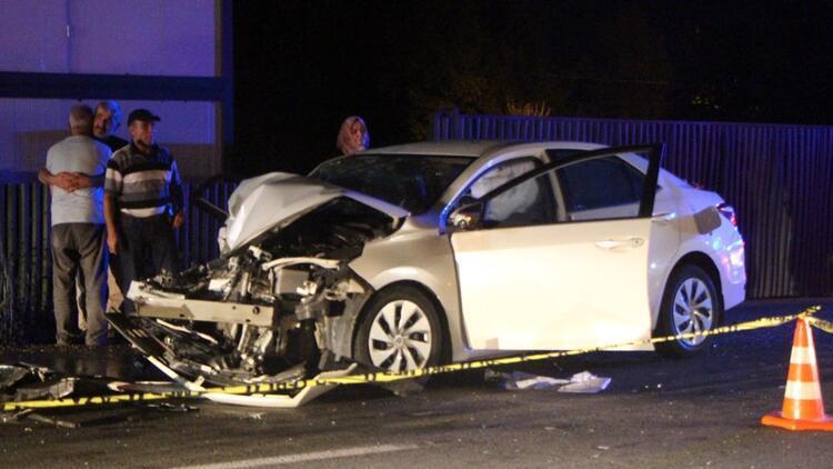 Otomobil, iş makinesine çarptı: 1 ölü, 1 yaralı