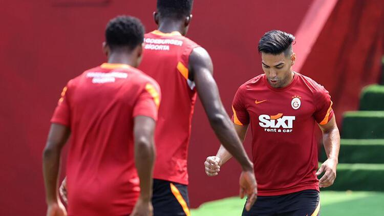 Galatasaray'a PSV öncesi Falcao'dan iyi, Feghouli'den kötü haber