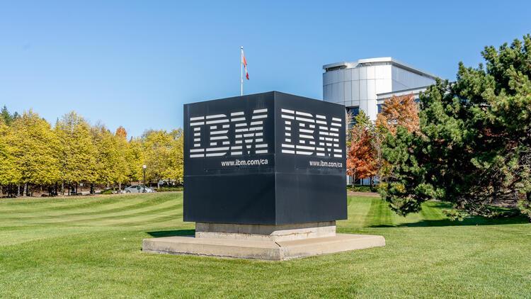 IBM'in geliri beklentileri aştı